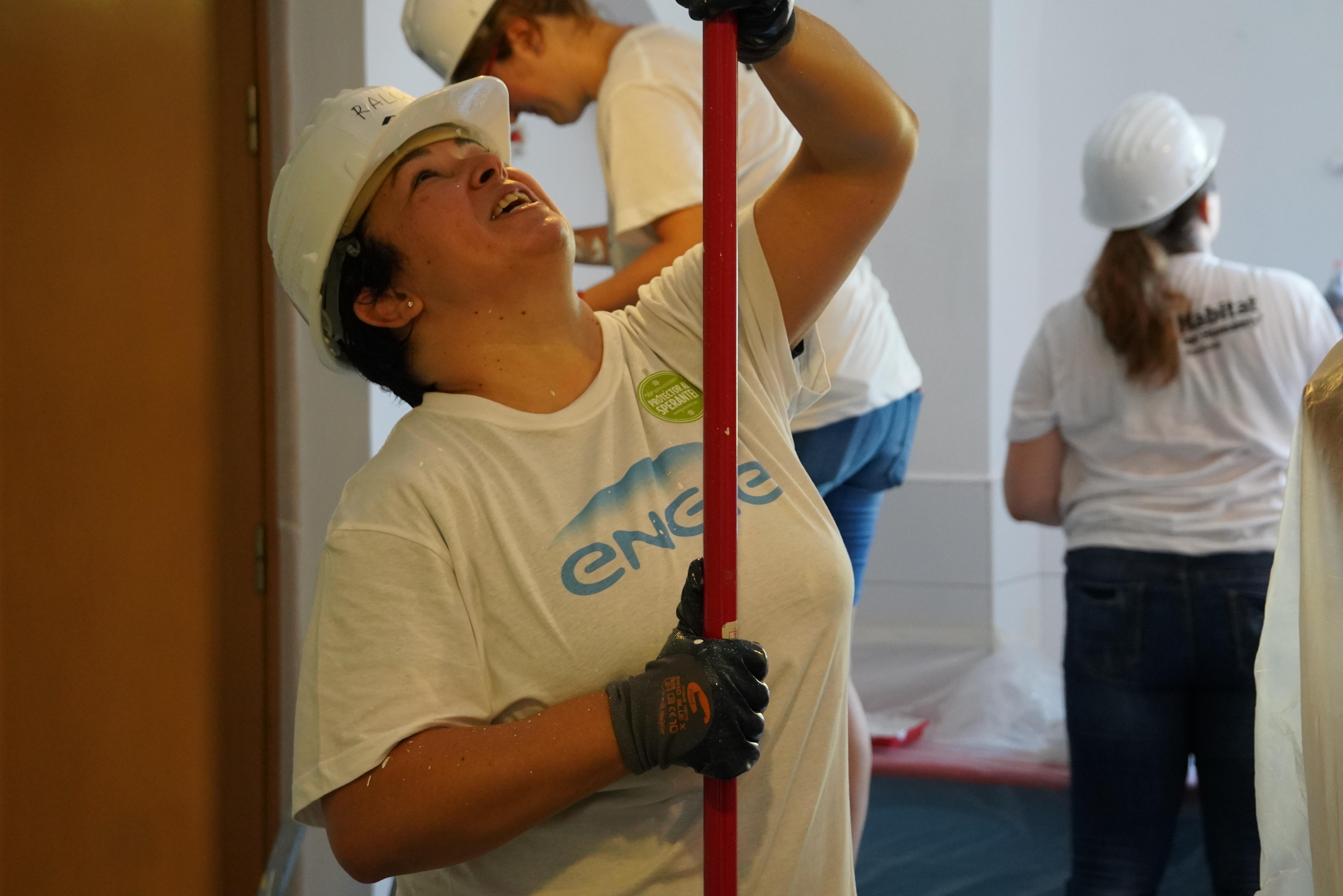 Voluntarii-ENGIE-pe-santierul-Habitat-for-Humanity-din-Brasov (3).JPG